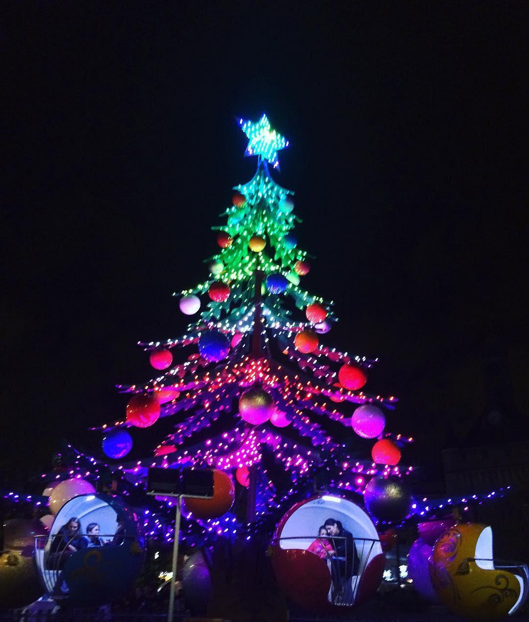 Albero Di Natale Milano.Villaggio Delle Meraviglie Accensione Dell Albero Di Natale Venerdi