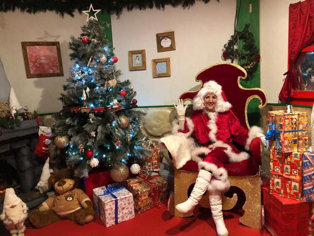 Immagini Natale 1024x768.Al Villaggio Delle Meraviglie Arriva Mamma Natale Gazzetta Di Milano